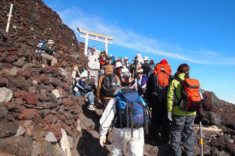 【衝撃】富士山登る費用やばい…高すぎだろwwwwww