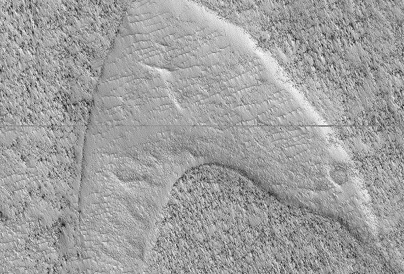 NASAの研究者、火星にスタートレックのロゴを発見!