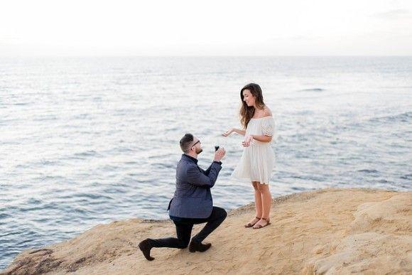 男性から女性にプロポーズした瞬間の写真がネットで拡散した理由。義母が作ったペンダントトップが...アレ似だった件