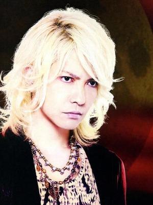 6d7db2398fcfa6962a3055d15346c82d--blond-hair[1]