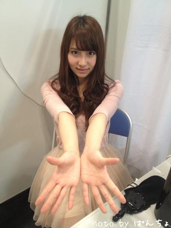 handshake-vertual-エア握手-Nagao-Mariya-永尾まりや