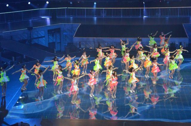 AKB48日本武道館にて「さよならクロール」を選抜32名で初披露センターは、渡辺麻友、島崎遥香、板野友美、大島優子の4名