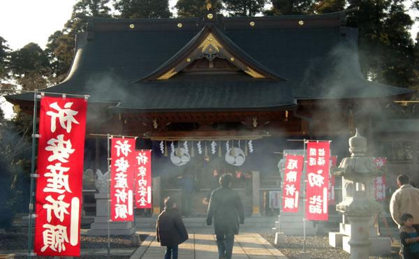 八街神社神殿
