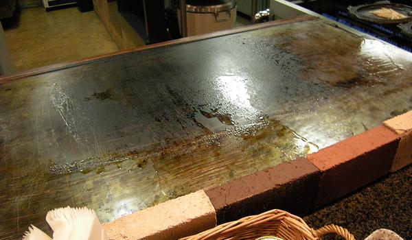 Tongs(トング)さんのカウンター鉄板