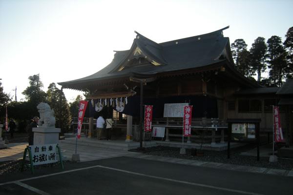 八街神社と青空