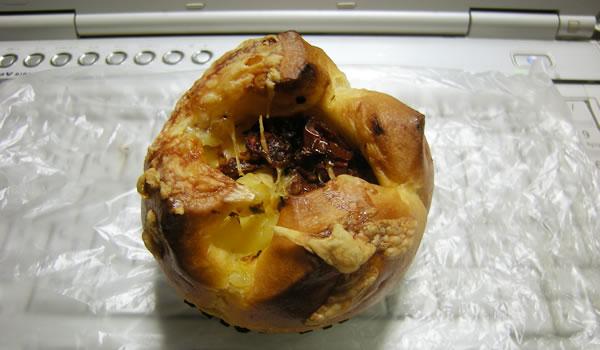 マリアンヌさんのドライトマト・チーズ・パン
