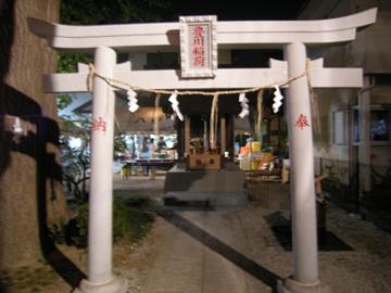 四区神社(豊川稲荷神社)の神殿前