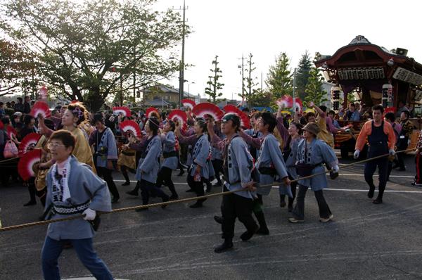 気合いを入れるお祭りの参加者 八街大祭2009