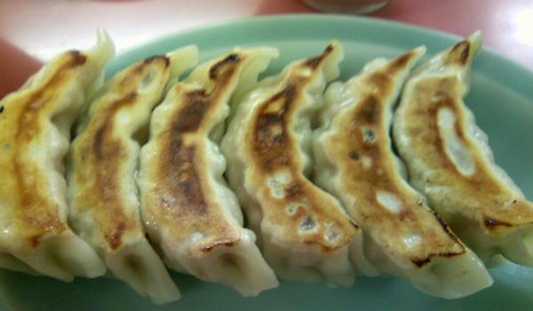 中華料理 来々軒さんの餃子