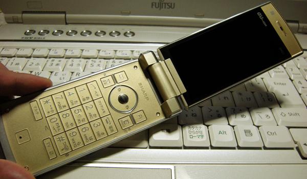 AU携帯電話 SH001シトリンゴールドのオープン時
