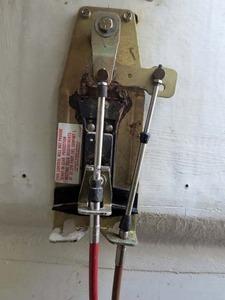 111スロットル、クラッチレバー内部 002