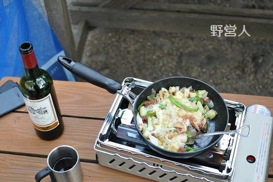 camping-dinner1603