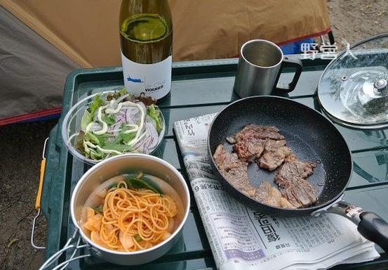 camping-dinner1601