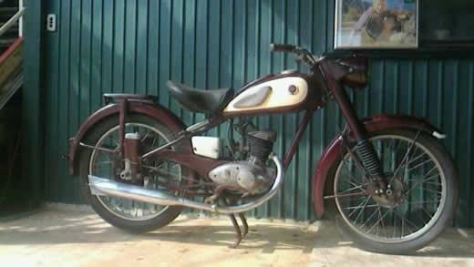 ヤマハYA-1  1955年初期型