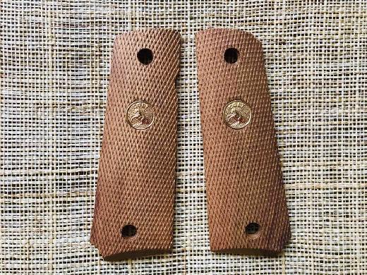 コルト社純正ガバメント用フルチェッカー木製グリップ 美品