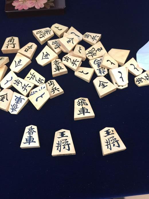 昭和天皇がお使いになっていた将棋駒・将棋盤・駒台・駒箱一式。木村文俊 俊光作 天皇陛のために生涯で一番渾身の力を込めた栄光の傑作。