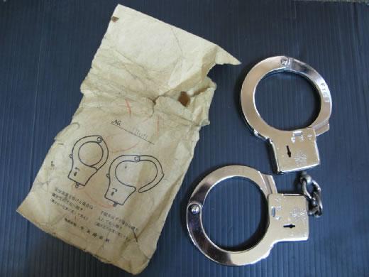 手錠 新品未使用デットストック希少当時物 警視庁F1517本物 HANDCUFFS