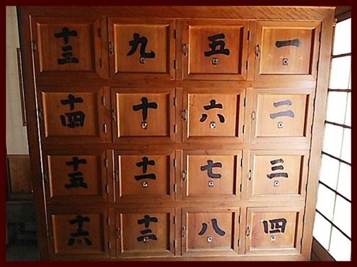 昭和レトロ 銭湯の木製脱衣ロッカー 木製脱衣棚 漢数字 温泉