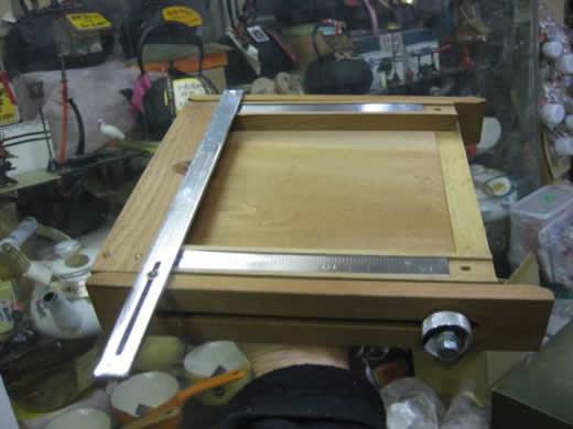 タイルをタイルカッターで切る時に使うタイル切台