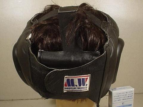 何かのヘルメット(黒)