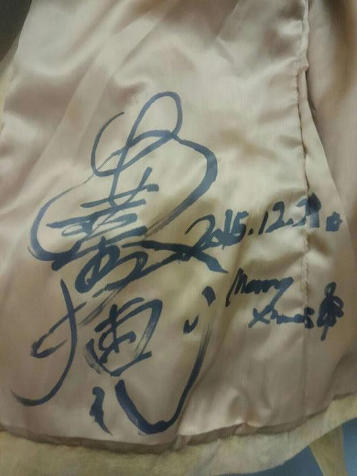 安室奈美恵さん【サイン入り】去年の化粧品のCM で着用してました。