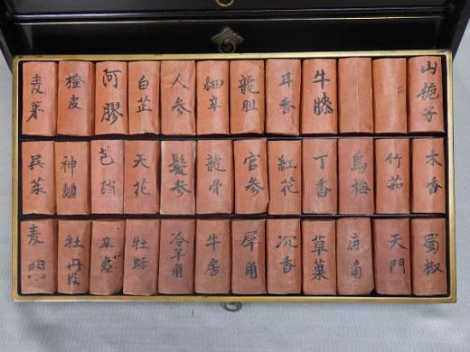 ☆ 中身多数 江戸期の薬箪笥 薬箱