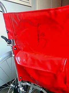 ヤフオク 赤星選手直筆サイン入り車椅子「赤星号」