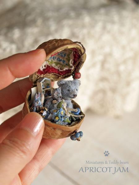 忘れな草の青いベア / 胡桃のケース