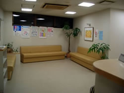 多摩市聖蹟桜ヶ丘やはの内科胃腸科クリニック・待合室