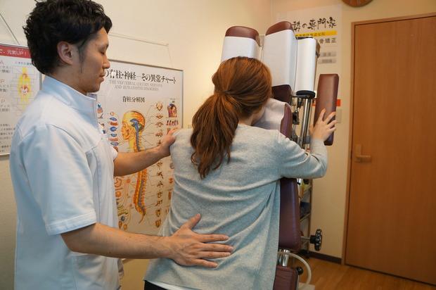 姿勢改善専門家がボキボキしない安全で効果的な骨格矯正を施術します