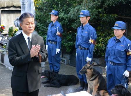 【社会】警視庁が警察犬の慰霊祭