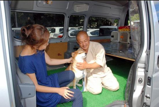 避難所に犬の預かり所、男性が大型車を無償提供