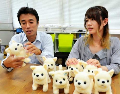 臭いと気絶する犬型ロボット 消臭機能搭載へ資金募る