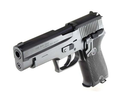 警察官さん、実弾の入った拳銃を落として住民に届けられる