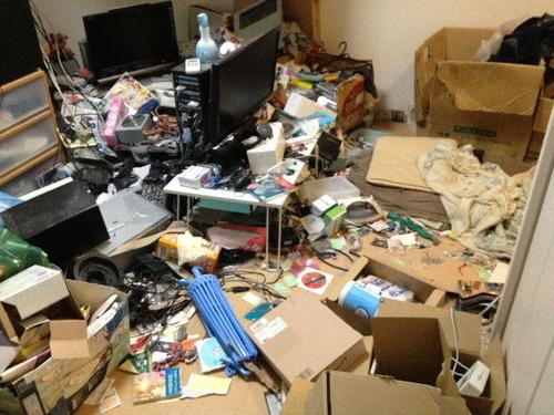 汚部屋で商品の写真を撮る出品者ってなんなの