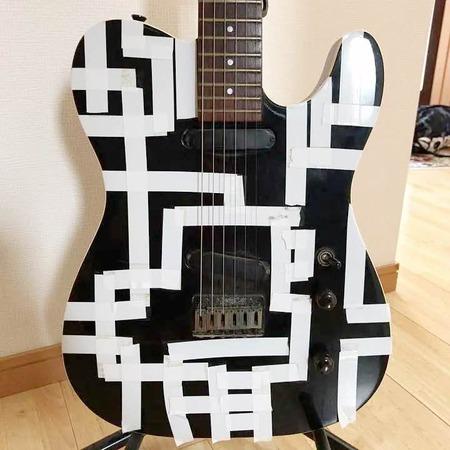 メルカリに出品された「布袋寅泰モデルのギター」