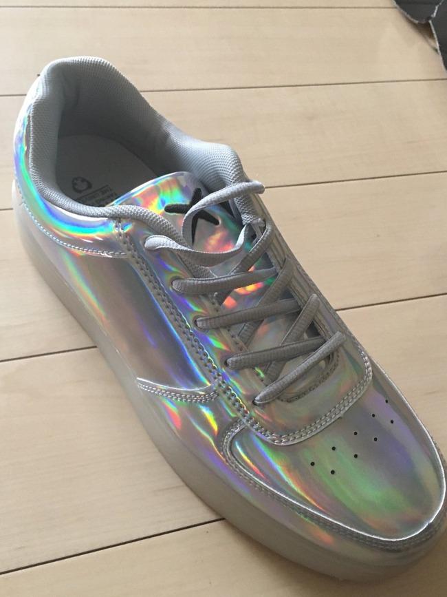 派手好きなのでシルバーの靴を2