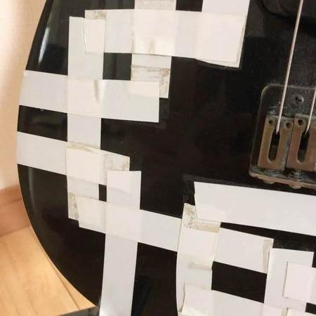 メルカリに出品された「布袋寅泰モデルのギター」2