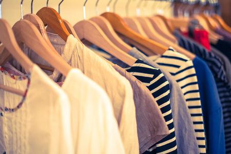 新品の服、売れずに廃棄「年10億点」