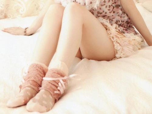【足フェチ歓喜】艶めかしいナマ脚のアヒルが出品される