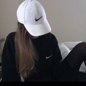 偽ナイキの帽子所持疑い、20歳のモデルの女逮捕