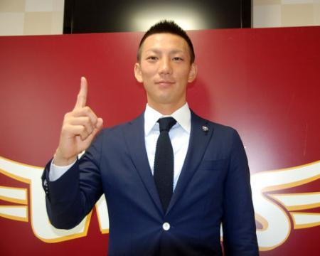 20131207-00000021-nkspor... 楽天・嶋基宏、倍増の年俸1億2000万円