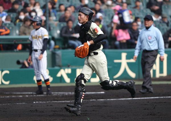 【朗報】小林誠司さん、フォークの止め方のお手本になっていた