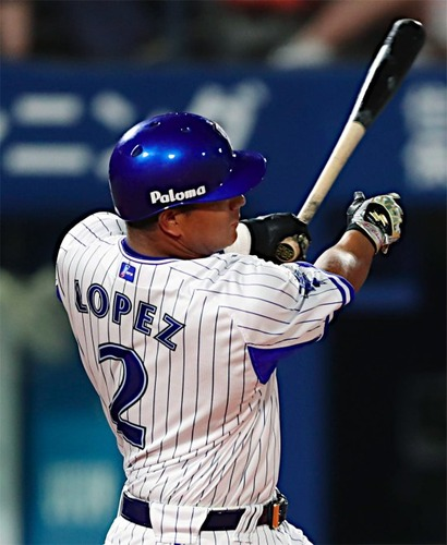 J・ロペス .312(253-79) 11本 48打点 OPS.867