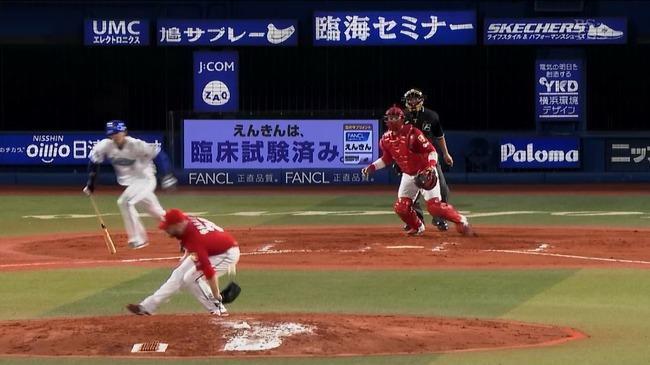 広島投手ブレイシアさん、浜スタで転ぶ