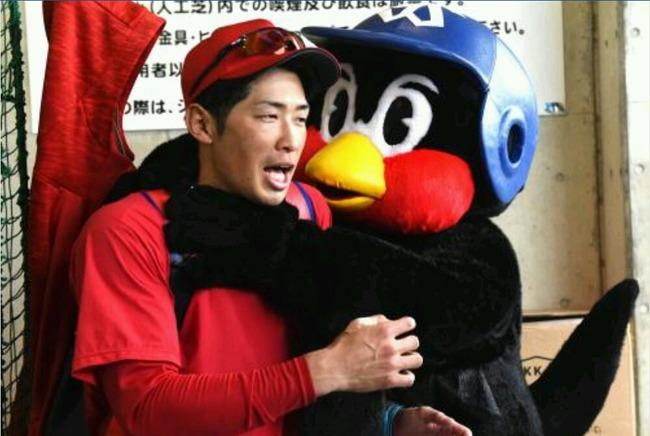 つば九郎氏、広島の練習を視察