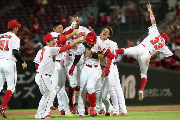 【悲報】カープファン、野球が無さ過ぎて壊れ始める 試合を妄想