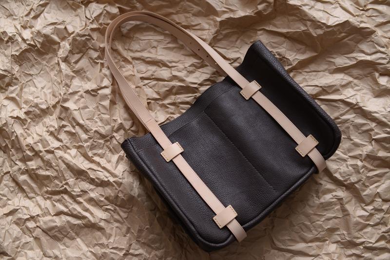 オーダーメイドのバッグとシザーケース