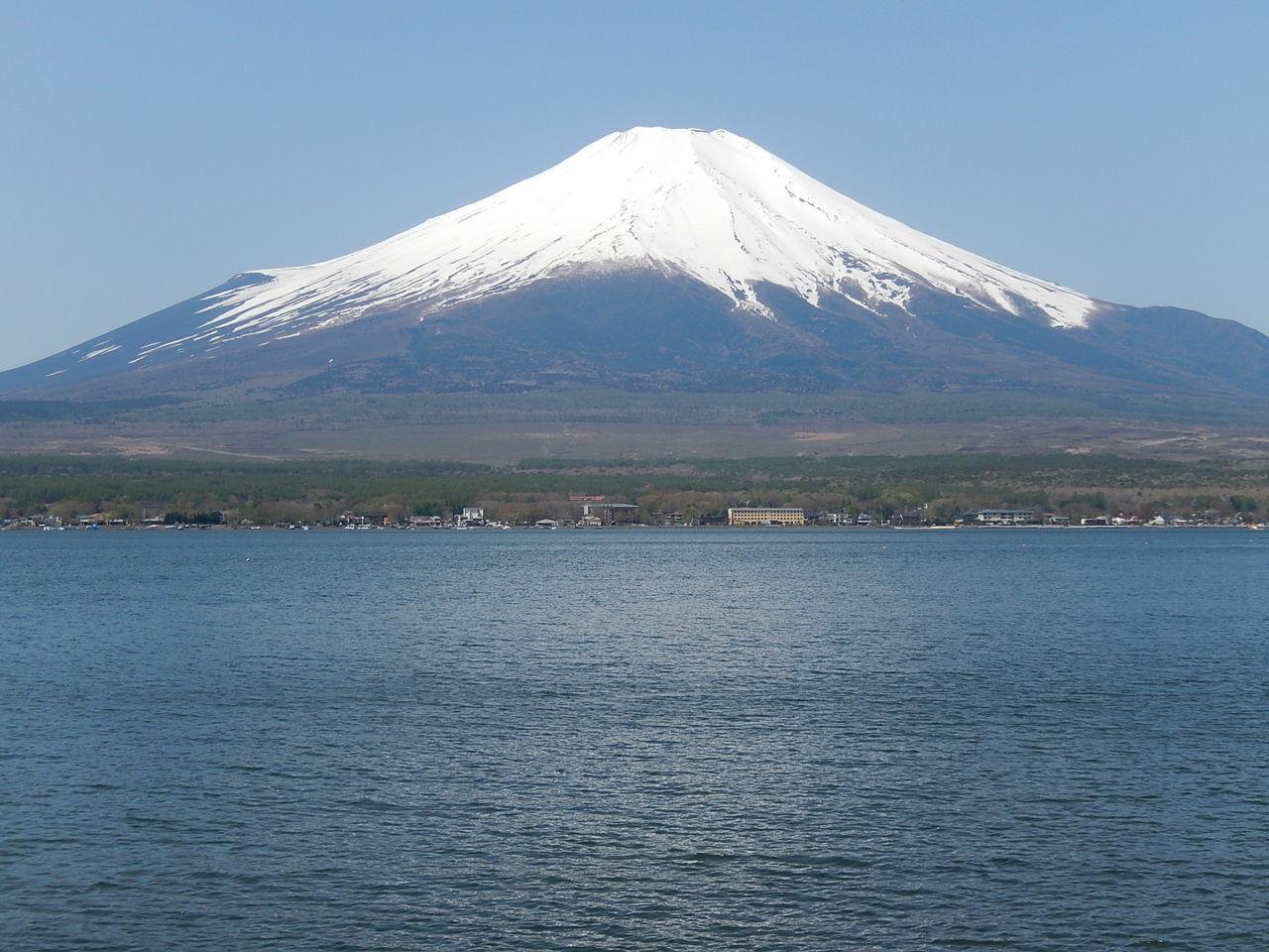 富士山を見に富士五湖へドライブ旅行 : やつば池(八ッ谷池)散歩道のブログ やつば池(八ッ谷池)