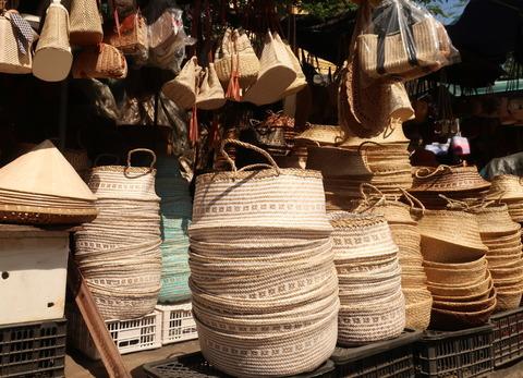 Hoi An market_07_outside shop